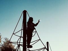 A (raulicia) Tags: niños contraluz luna columpios cielo parque
