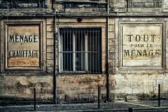 Tout pour le ménage.... (Isa-belle33) Tags: urban urbain city ville wall mur old ancien fujifilm bordeaux