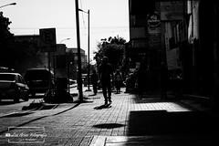 Caminando entre Sombras (Lex Arias / LeoAr Photography) Tags: 2018 bn bw barquisimeto blackandwhite blancoynegro calle callejera cinematic cinematica documental everybodystreet iglexariasfotografia leoarphotography lexarias luznatural monochromatic monochrome monocromatico monocromo naturallight nikon nikond3100 streetphotography sunlight urban urbana venezuela geo:lat=1006613562 geo:lon=6932875156 geotagged estadolara ven