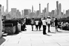Sur le toit du Metropolitan (IneZeSky) Tags: leicam6 leica summilux nb noiretblanc blackandwhite bw newyorkcity nyc ilford pan100 ilfordpan100 monochrome mono outdoor extérieur