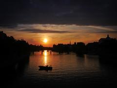 En allant au bureau (Calinore) Tags: france paris city ville seine river sunrise leverdesoleil silhouette fleuve bridge pont morning matin