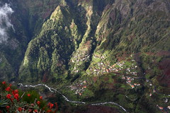 Nuns Valley (Gr@vity) Tags: valley mountain light madeira canon tal berge