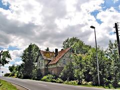 Südthüringische Fachwerkruine (Maquarius) Tags: fachwerkhaus landstrase himmel wolken südthüringen thüringen sophienthal hildburghausen