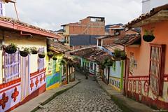 calle de Guatapé (Guido De León) Tags: colombia viajaresvivir casas decolores antioquia