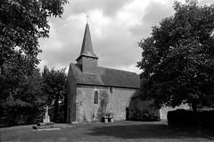 Eglise (XIIe s.) d'Athenay à Chemiré-le-Gaudin - Sarthe (Philippe_28) Tags: eglise athenay chemirélegaudin 72 sarthe church france europe 24x36 argentique analogue camera photography film 135 bw nb
