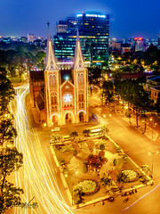 Notre-Dame Cathedral Basilica of Saigon in XMas event (Henryleevn) Tags: saigon church notredame cathedral basillica xmas chirstmas season hochiminhcity skylight landscape cityscape longexposure light celebration henrylee henryleevn festival vacation