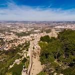 Luftaufnahme der Burg von den Mauren mit Bäumen thumbnail