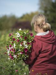 Le bouquet de malopes * (Titole) Tags: bouquet malopes titole worker nicolefaton back woman friendlychallenges