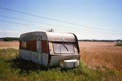 A dry Summer - Fuji Industrial 400 (magnus.joensson) Tags: sweden swedish skåne summer trailer yashica t3 carl zeiss tessar 35mm f28 c41 24x36 fuji industrial 400