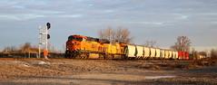 BNSF 7422, UP 2580, Dixie, Neenah, 14 Nov 18 (kkaf) Tags: neenah dixie es44dc et44ah up bnsf a490