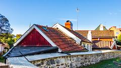 Old roofs (Explore) (Cajofavi) Tags: fs180930 tak roof fotosondag kalmar sweden stenmur hus