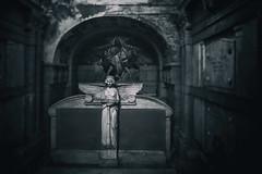 Waiting in the dark (michael_hamburg69) Tags: hamburg germany deutschland cemetery ohlsdorf ohlsdorferfriedhof friedhof gottesacker sculpture skulptur architekt architect edmundgevert höpfner westring mosaik mosaic todesengel fackel gesenktefackel torch engel ange angel female christus angels mausoleum