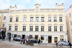 Passau: Wohn- und Geschäftshaus Residenzplatz 10 (Helgoland01) Tags: passau niederbayern bayern deutschland germany fassade facade barock
