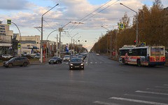 Oktyabrskyi prospect in Kemerovo city (man_from_siberia) Tags: kemerovo city siberia road cars autumn fall october street trolleybus canon eos 5d dslr canoneos5d canon5d canon5dclassic sigma 50mm sigma50mmf14art sigmaaf50mmf14dghsmart russia россия сибирь кемерово