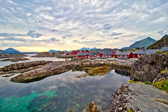 Norwegen - Mortsund (Lofoten), Ferienhäuser (www.nbfotos.de) Tags: norwegen norge norway mortsund lofoten ferienhäuser ferienhaus ferienhausanalage