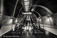Köln 16_1 500px (1 von 1) (Thomas Weiler Fotografie) Tags: underground tunnel structure cologne germany subway station architecture urban black white monochrome city walkway wide angle tube modern lines abstract pattern texture perspective spotlights illumination reflections escalator ubahnhof heumarkt köln thomas weiler fotografie moderne architektur rolltreppe