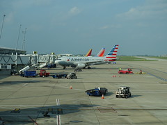 201808209 Indianapolis airport with AA and WN airplanes (taigatrommelchen) Tags: 20180834 usa in indiana indianapolis sky airport airplane ind kind aal swa