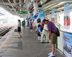 The new golf club (Jom Manilat) Tags: golf club bangkok resist temptation bts station