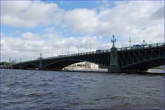 El Neva por San Petersburgo (Rusia, 11-6-2015) (Juanje Orío) Tags: 2015 sanpetersburgo rusia russia europe europa río river neva puente bridge patrimoniodelahumanidad worldheritage