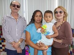 A presidente do Sincofarn, Diva Dutra, e o vice-presidente da entidade, Vicente Avelino, realizam entrega de brinquedos no Hospital Infantil Varela Santiago