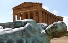 Akragas ... (Augusta Onida) Tags: agrigento sicily italia italy tempio temple valledeitempli statua statue antico old leicam icaro ruins