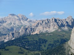 Passo di Sella (2240m), Canazei, Val di Fassa, province de Trente, Trentin-Haut Adige, Italie. (byb64) Tags: canazei valdifassa fassatal provincedetrente provinciaditrento trentinhautadige dolomites italie italy italia italien europe europa eu ue montanas mountains montagnes mountain montes monti paysage paisaje paesaggio landscape landschaft vue view vista veduta trentinoaltoadige trentinosüdtirol trentinsüdtirol dolomiti dolomiten été verano estate summer sommer alpes alps alpi alpen valgardena passosella sellajoch pizselva sella unesco unescoworldheritagesite