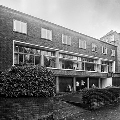 Modernist icon (marc.barrot) Tags: bw building architecture modernist ernogoldfinger uk nw3 london hampstead 2willowroad