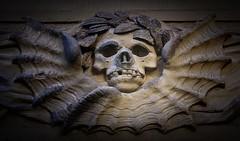 Der rauchende Tod (Maquarius) Tags: raucher tod sandstein relief dom würzburg zigarette kippe mainfranken unterfranken franken