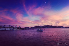 Blue hour at Mykonos (Katja van der Kwast) Tags: 2018 mykonos griekenland greece cycladen cyclades sky lucht moon maan windmills molens boat boot sea zee purple paars blauw blue island eiland