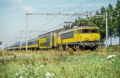 1800 Nieuwersluis (Albert Koch) Tags: trein nieuwersluis 1800 1600 alsthom locomotive locomotief train railway railroad netherlands grass ddm1 intercity catenary sky
