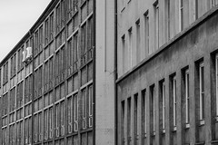 (skp-mm) Tags: perspective minimal gebäude industrie sw bw einfarbig architektur linien fenster