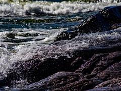 Vaahtoa ja roiskeita (MikeAncient) Tags: emäsalo emsalo porvoo borgå suomi finland kivi rock stone kivet rocks stones sten stenar meri sea itämeri balticsea suomenlahti gulfoffinland finskaviken vesi water vatten sjö sjön östersjön vaarlahti varlaxudden luonto luontokuva luonnonvalokuvaus luontokuvaus nature naturephotography geotagged