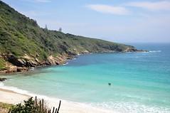 Vem... (Ruby Ferreira ®) Tags: atlanticocean praiaoceânica sea beach turistas sando areia arbustos benches oceanicbeach waves cliff