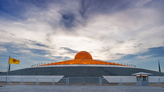 At dusk (SLpixeLS) Tags: thailand temple wat dhammakaya buddha statue flag thai mininalism zen pure sky dusk light cloud วัดพระธรรมกาย