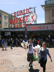 500px Photo ID: 140785033 (DaDa1127) Tags: pikeplacemarket pikeplace pike market seattle wa usa flower flowers travel red landmark washington color colorful colorimage couple sanp walk walking fish buy architecture building city cityscape urban view love street