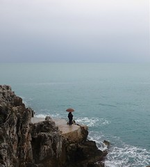 Alone .... (philippphotography06) Tags: mer parapluie seul rocher