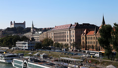 1 (grushechka) Tags: bratislava slovakia tourism cityview river waterway bridge building architecture autumn2018