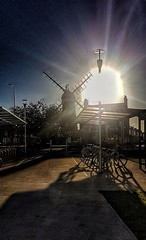 The morning sun!🌞 (LeanneHall3 :-)) Tags: windmill sun sunshine sunrays sundaylights bikes buildings blue sky skyscape landscape hull kingstonuponhull samsung groupenuagesetciel