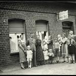 Archiv R560 Familienfoto, Stendal, 1930er thumbnail