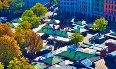 Munich Viktualienmarkt (PHOTOGRAPHY Toporowski) Tags: blue mensch blick bokeh people ansehen light contrast architecture licht architektur schärfentiefe blau schatten autumn herbst shadow city geschäft personen eschweiler nrwnordrheinwestfalen deutschland deu