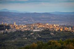 La città in mezzo al verde (Cristiano Pelagracci) Tags: perugia city skyline sunset