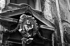 Palermo: Dettagli... (Mario Pellerito) Tags: canon eos 60d 50mm 14 allaperto architettura art bw biancoenero blackandwhite bn centrostorico città edificio italia italie italy leviedeitesori litorale luce mare mariopellerito mistero monocromo nuvole palerme palermo pov sicilia sicilie sicily sizilien tour tourist turismo unesco viaggiare