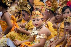 IMG_6695-tr (JLBenazra) Tags: bali cérémonie sawan indonésie costumes