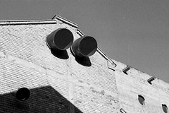 SESC Pompéia (Lina Bo Bardi), São Paulo, SP, Brasil (fotografia analógica - Nikon F401S, Kentmere 400). (Paulisson Miura) Tags: sescpompéia sesc linabobardi arquitetura architecture film filmphotography filme filmphoto filmcamera filmisnotdead 35mm analog analógica analogue analogcamera fotografiaanalógica kentmere kentmere400 ilford 135 blackandwhite pretoebranco grey gray greyscale cinza sãopaulo sp brasil brazil brazilian monochrome design modern moderna modernachitecture modernist moderno modernismo modernism concreto concrete concretoarmado concretoaparente rawconcrete exposedconcrete bétonbrut béton bétonapparent brutalismo brutalist brutalista art arts arte urbano urban urbanismo urbana cidade américadosul américa america oldcamera lightroom d76 developing developer
