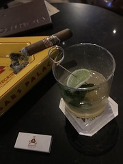 My #QualityTime smoking a good #cigar 😎 #CesarsPalace #Montecristo #CigarBar ✌ (Σταύρος) Tags: lasvegas mojito sincity qualitytime cigar cesarspalace montecristo cigarbar 拉斯維加斯 λασβέγκασ ラスベガス vegas 라스베이거스 clarkcounty nv nevada vegasbaby soirée party drinks friends southernnevada stavros lasvegas2018
