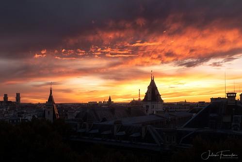Ciel de Feu, Paris