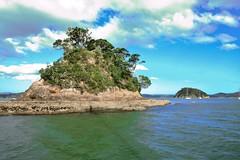 Bay of islands, NZ - Return to Paihia - Passing Taylor Island (zorro1945) Tags: bayofislands nz northisland newzealand taylorisland island oceana paihia flickrunitedaward