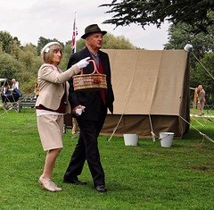 Hand in Hand. Sept 2018 (Simon W. Photography) Tags: ruffordabbey 1940sweekend homefront nottingham nottinghamshire army 1940 1940s worldwarii secondworldwar nostalgia livinghistory reenactment vintage woman womengirl girls lady ladies female females candid fashion style people person groupshot crowd couple event portrait face faces hat hats cap caps history historic war simonhx100v sonyhx100v hx100v