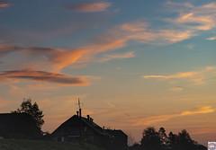 Kirchlindach Haus (auschmid) Tags: auschmid leicam10 aposummicron75 kirchlindach morgenstimmung wolken natur licht schatten silhouette aussicht