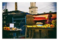 marché en bord de route (Marie Hacene) Tags: marché abidjan route côtedivoire femme fruits